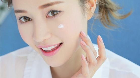Cách chăm sóc da mụn ngày hè cực đơn giản