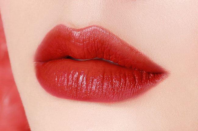 Chất son của#213 Fig khá trong và mỏng, khi thoa nhẹ sẽ khá giống với màu môi rất phù hợp để đánh hằng ngày