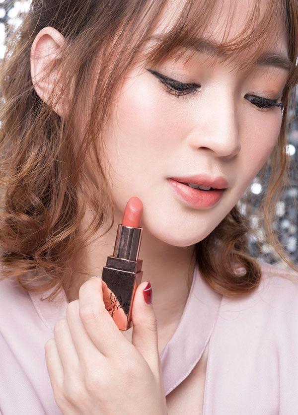 3CE Lily Maymac Matte Lip Color khi thoa lên môi tạo cảm các mềm mượt, không khô môi