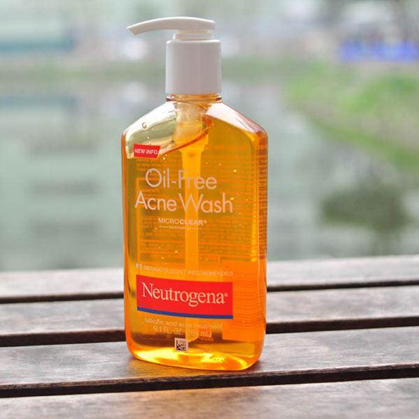 Sữa rửa mặt trị mụn Neutrogena Oil Free Acnes Wash Microclear là một trong những sản phẩm bán chạy nhất của Neutrogena