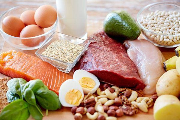 Chất đạm từ các loại thực phẩm giàu Proteinsẽ hỗ trợ phục hồi các mô dưới da, chống chảy xệ, từ đó khiến da săn chắc hơn