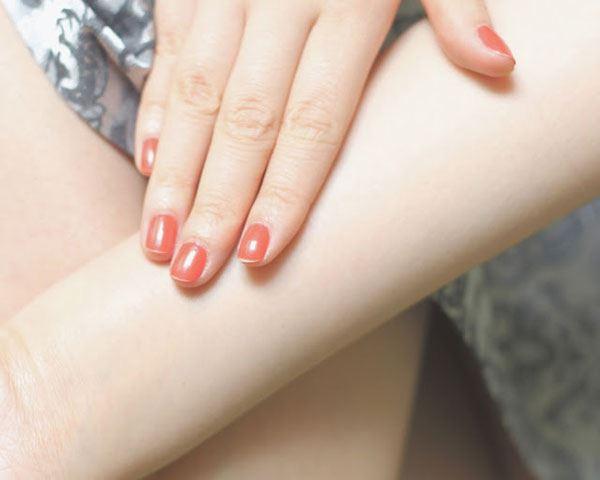 Sữa dưỡng thể Nivea Extra White thấm nhanh vào da hoàn toàn không tạo cảm giác bết dính hay nhờn rít