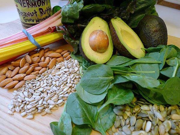 Vitamin E chứa nhiều trong các thực phẩm họ đậu, bơ, hạt hướng dương...