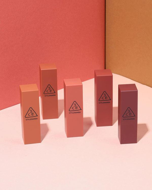 BST son lì 3CE Stylenanda Mood Recipe Matte Lip Color có vỏ vuông vức và màu trùng với màu son bên trong